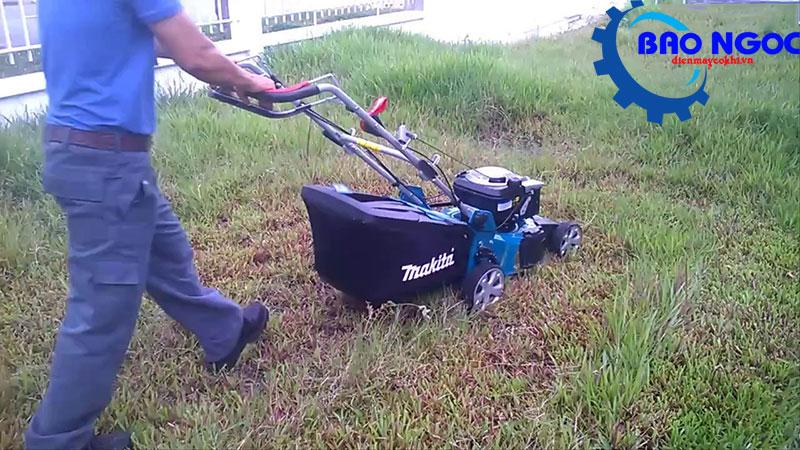 Xe cắt cỏ Makita PLM4613 ( Không tự hành)